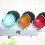 信号の色はなぜ赤・青・黄なの?由来は?並び順にも意味がある?